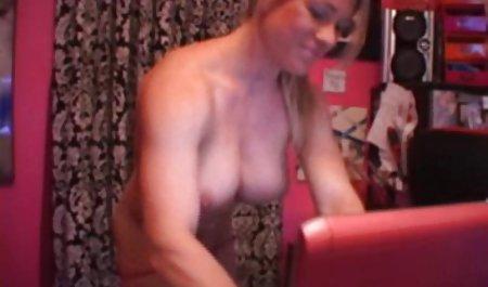 Ksenia Yankovskaya strip dan vidio sex selingkuh jepang menikmati tubuhnya