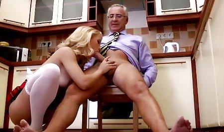 Rambut coklat Zina pesenam menunjukkan bagaimana video jepang hot xxx fleksibel dia