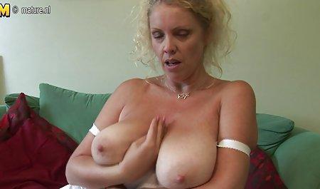 Kaki tebal seksi rambut merah toket video sex jepang mom besar artis porno di stoking 2